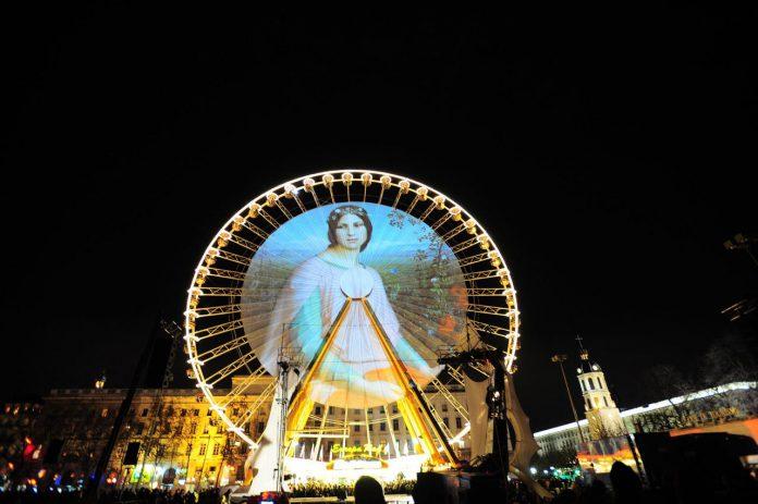 Foto draaimolen verlicht Lyon