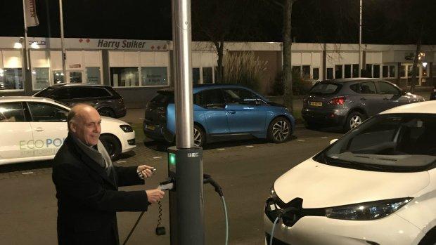 Den Haag Wil Elektrisch Rijden Stimuleren Met Oplaadlichtmast