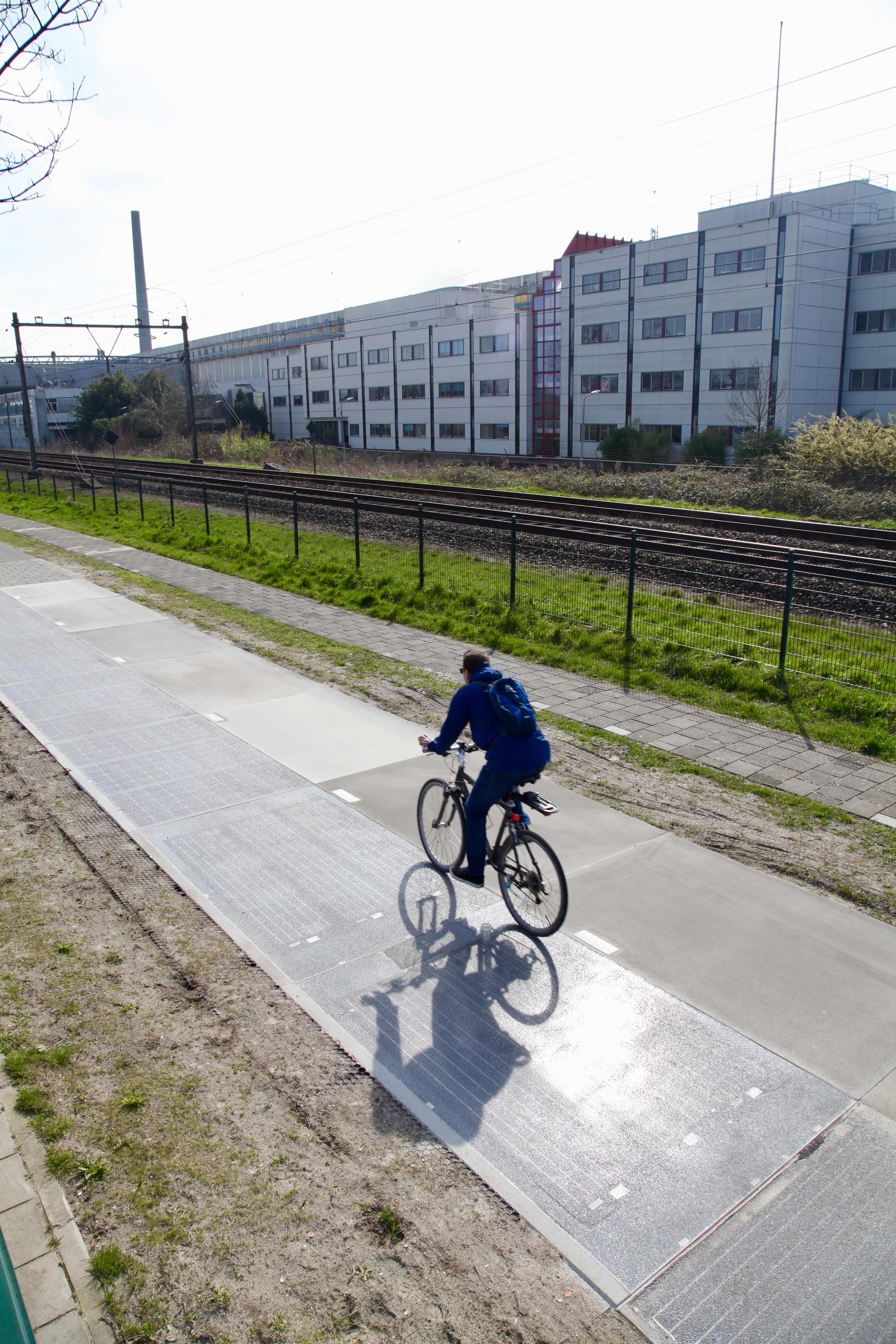 http://openbareverlichting.nl/wp-content/uploads/2018/06/SolaRoad.jpg